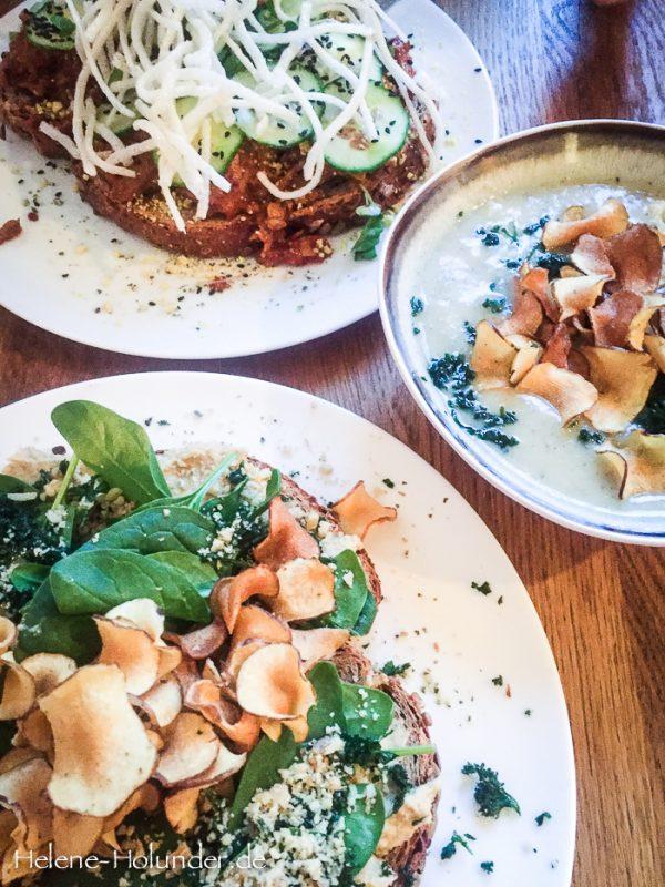 Spicy Chicken, Spelt Bread with Artichoke Hummus, Artichoke soup im meatless district Amsterdam, vegan, Helene Holunder