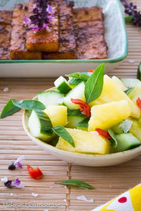 Ananas-Gurken-Salat mit mariniertem Tempeh