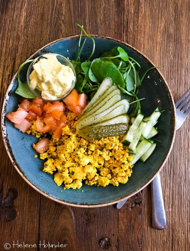Jivamukti Canteen, Tofu-Rührei, Salat, vegan, Helene Holunder