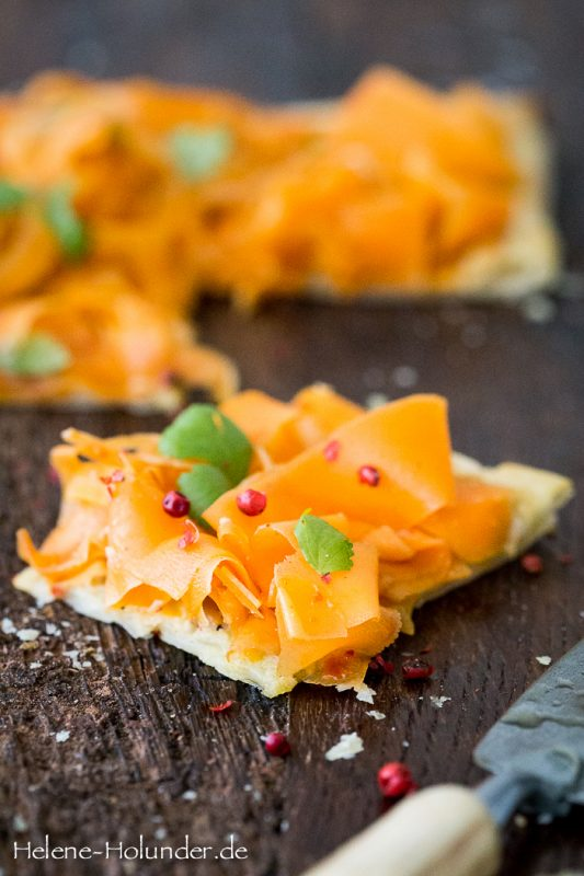 Herbstliche Karotten Tarte vom Blech, vegan, Helene Holunder