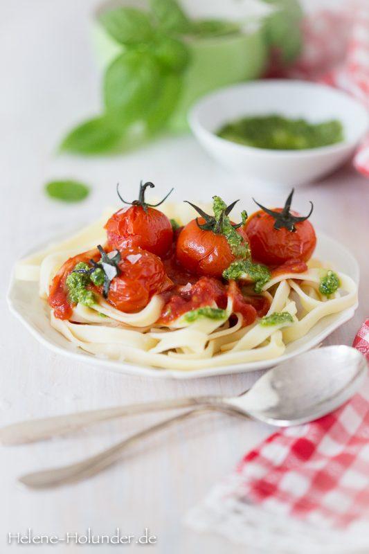 Einfach. Lecker. Vegan: Pasta, Pesto, Grilltomate! Von Helene Holunder