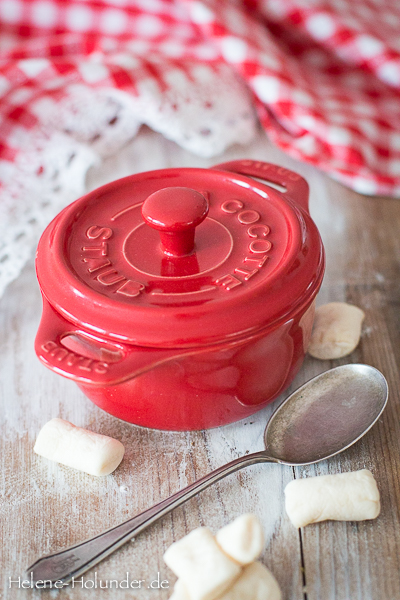 Thanksgiving-sweet-potato-cassarole-marshmallows-3