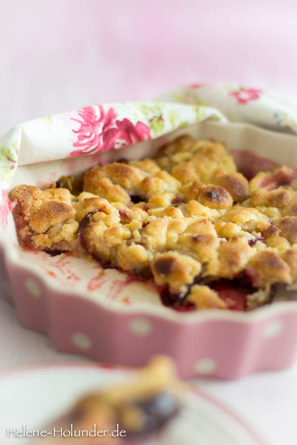 Crumble with Plums3, vegan, Helene Holunder