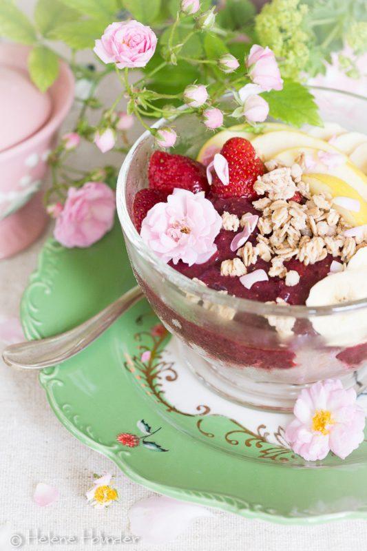Omas Erdbeer Schale zum Frühstück, vegan, Helene Holunder