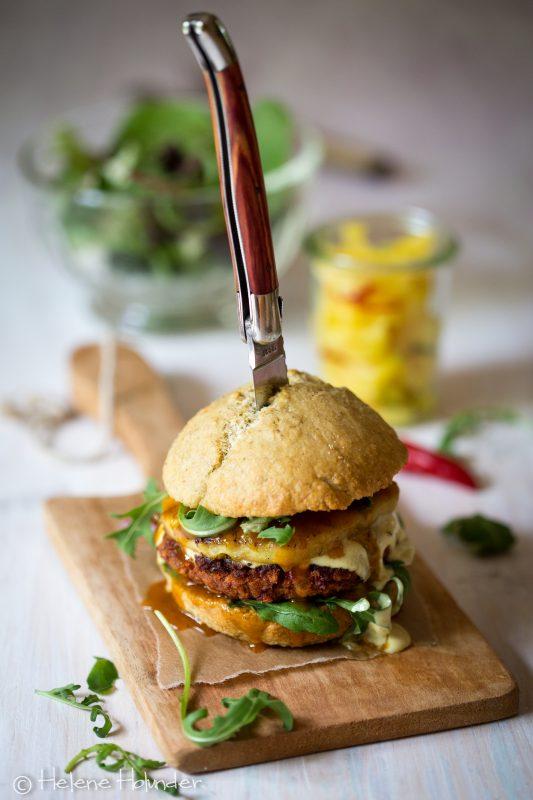 Bohnen Burger mit gegrillter Ananas, vegan, Helene Holunder