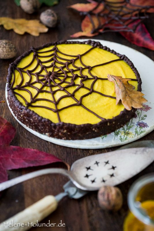 Spiderweb Golden Milk Cake, vegan, Helene Holunder