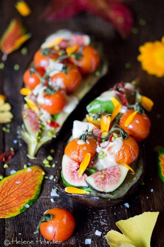 Gegrillte Aubergine, Tomaten, Feige, Tahini Sauce
